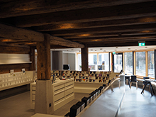 古いものとモダンが融合した心地よい図書館の空間